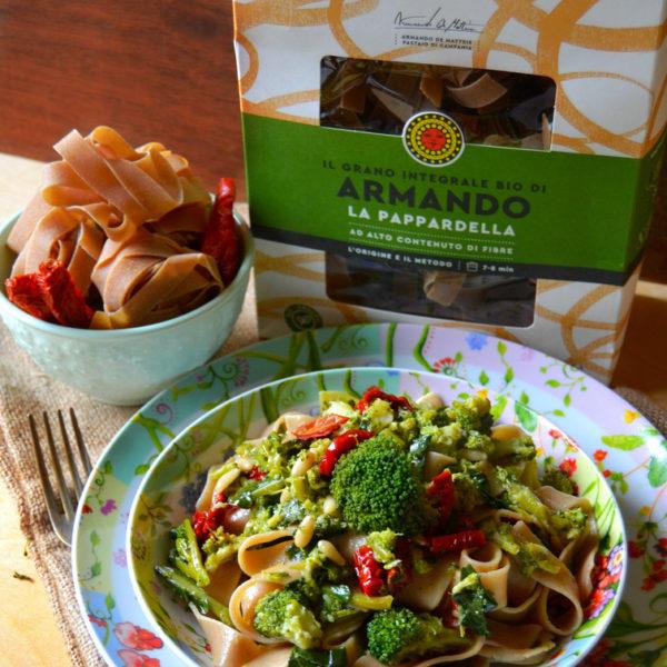 Pappardelle integrali con broccoli, pomodori secchi e pinoli