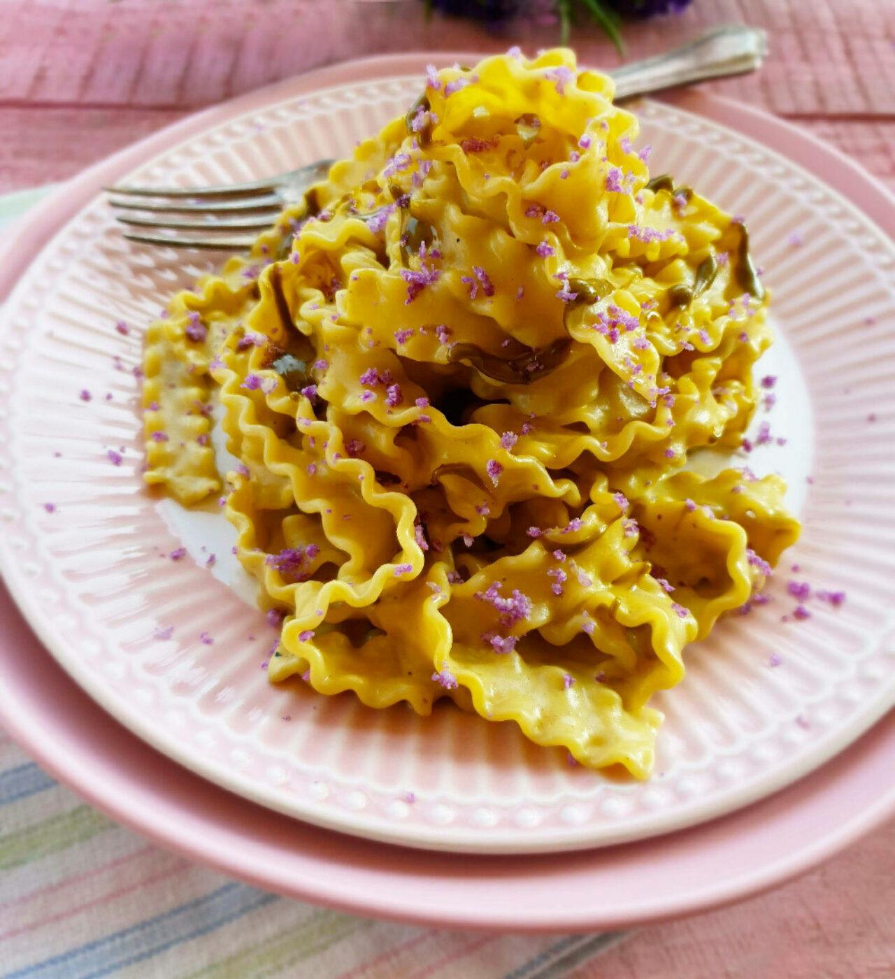 Mafalda con pasta di pistacchio, cavolfiore viola e ricotta