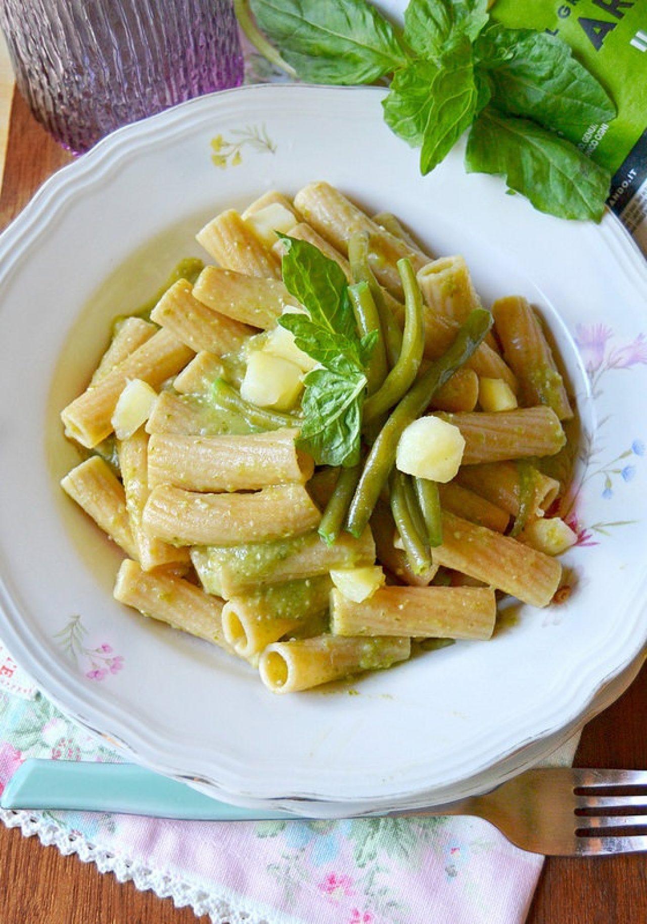Tortiglioni integrali con pesto di fagiolini e patate
