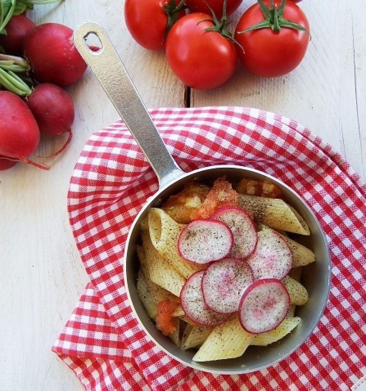Penne pomodori e ravanelli