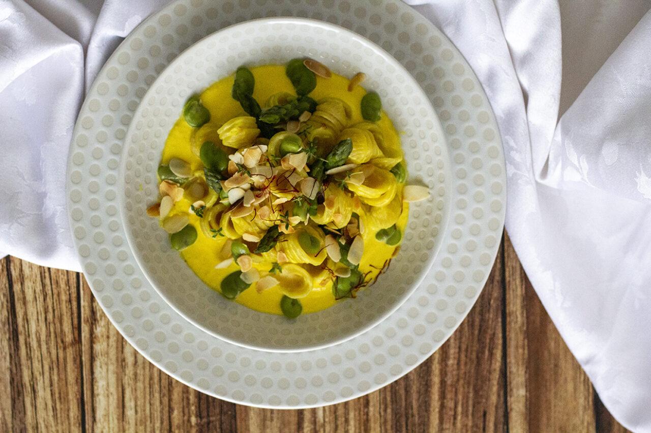 Ricetta delle Orecchiette Pasta Armando con fave e asparagi su crema di pecorino allo zafferano di Kucina di Kiara1