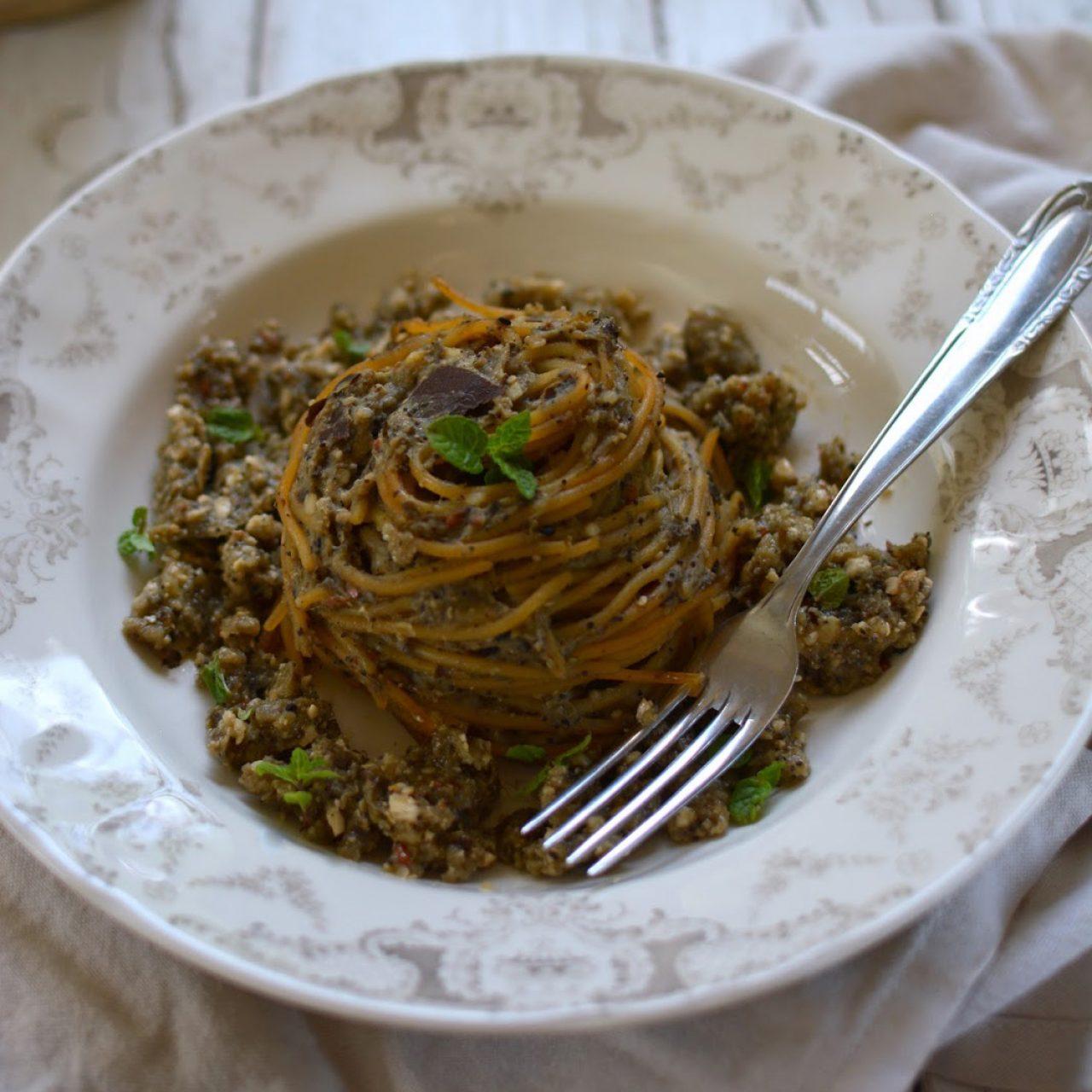 Spaghetti di Lenticchie con Pesto di Melanzane alla Menta