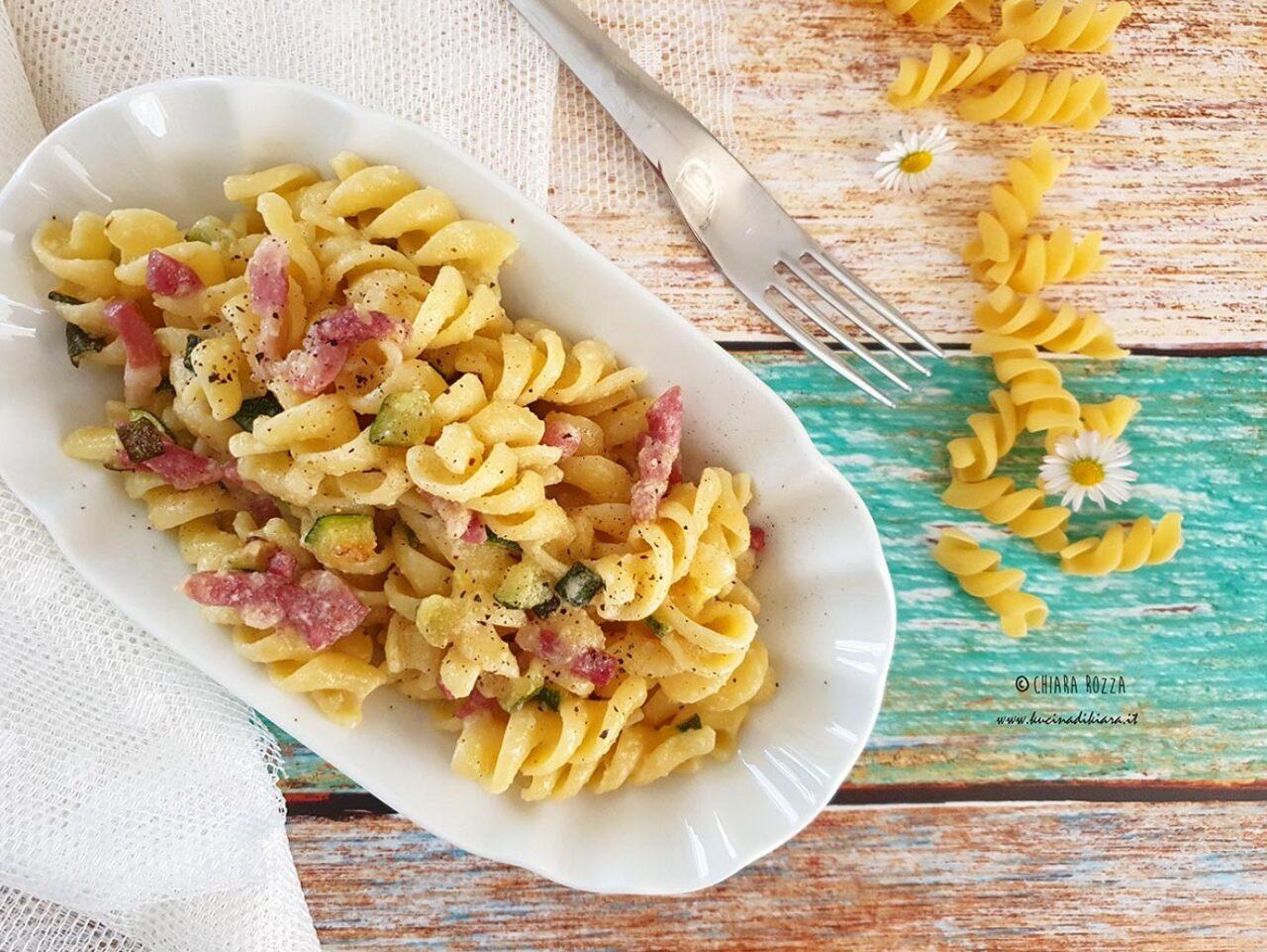 Fusilli Pasta Armando con zucchine, pancetta affumicata e pesto di mandorle