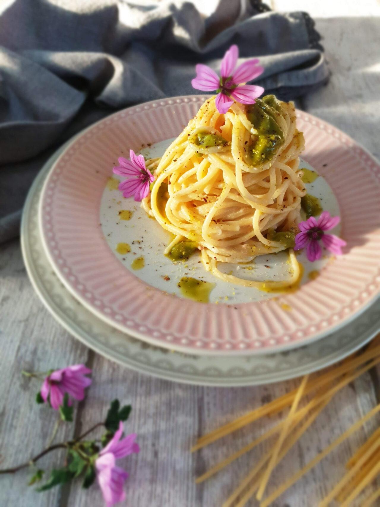 Spaghetti Pasta Armando con mortadella e pesto di pistacchio