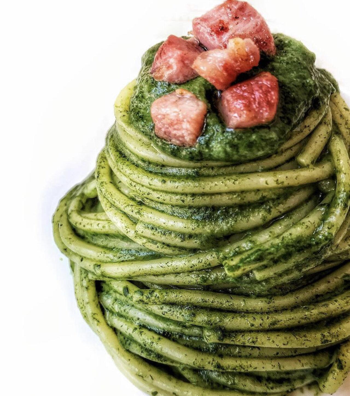Spaghetti con crema di spinaci e pancetta