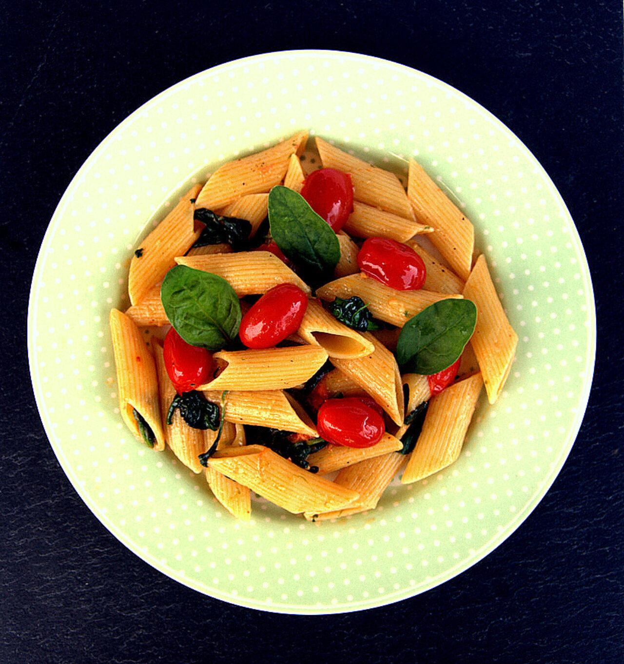 Penne Pasta Armando con spinaci novelli e datterini