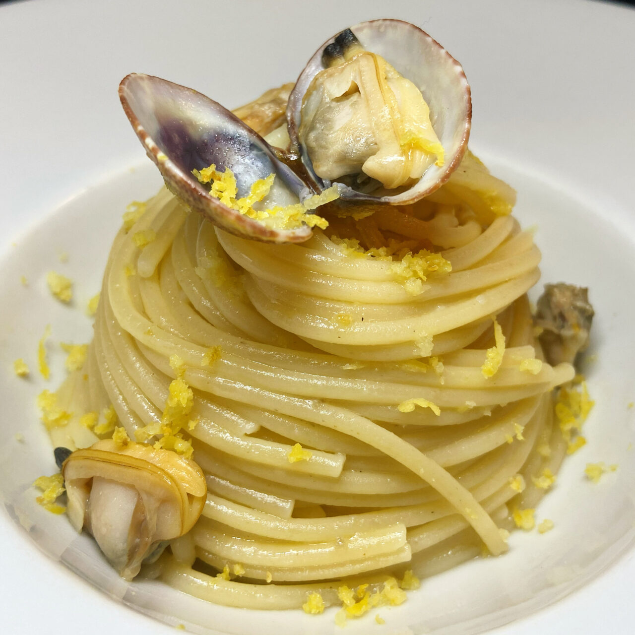 Pasta Armando Spaghetti with clams and lemon zest