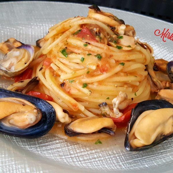 Lo Spaghetto con cozze, vongole e pomodorino