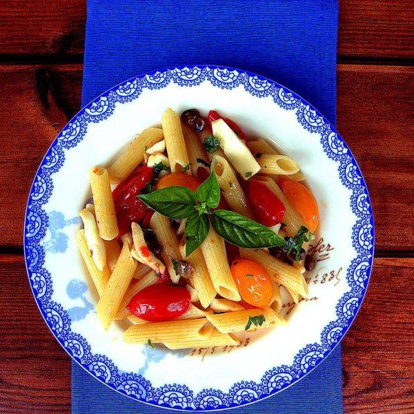 La penna gluten free con seppie, pomodorini rossi e gialli e capperi