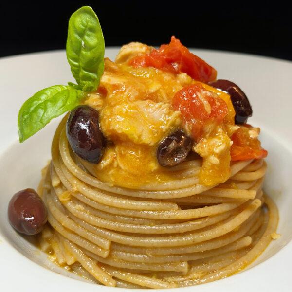 Spaghetti Integrali Bio Armando con tonno, datterini gialli e rossi e olive