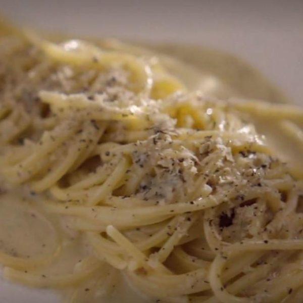Spaghetti alla chitarra con burro e tartufo
