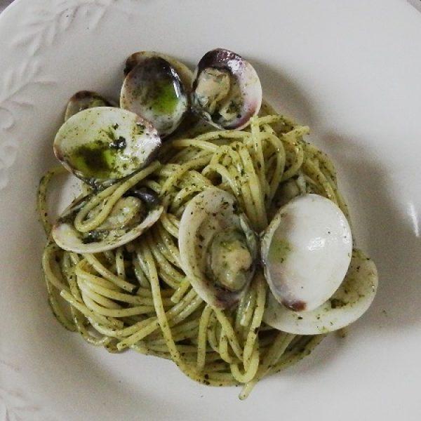 Spaghetto al pesto di cavolo nero e vongole