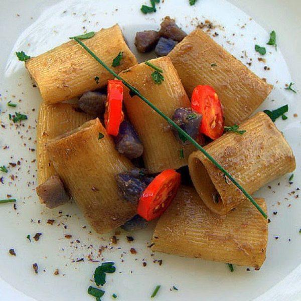 Schiaffoni con alici di cetara, patate viola e granella di cucunci