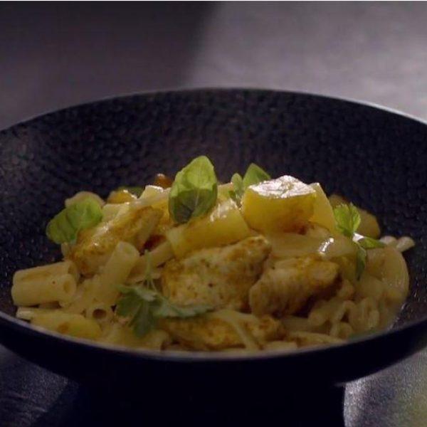 Pasta Mista con pollo al curry e ananas