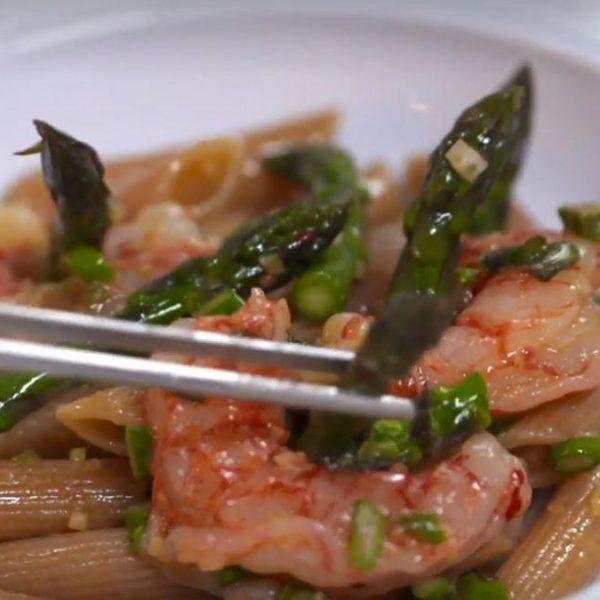 Penne Integrali Bio con asparagi, gamberi rossi di Mazara e Parmigiano di mandorle