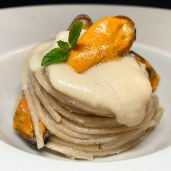Spaghetti integrali Armando con crema di cannellini e cozze