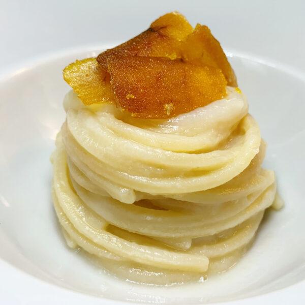 Chitarra Pasta Armando con crema di cavolfiore e lamella di bottarga di muggine