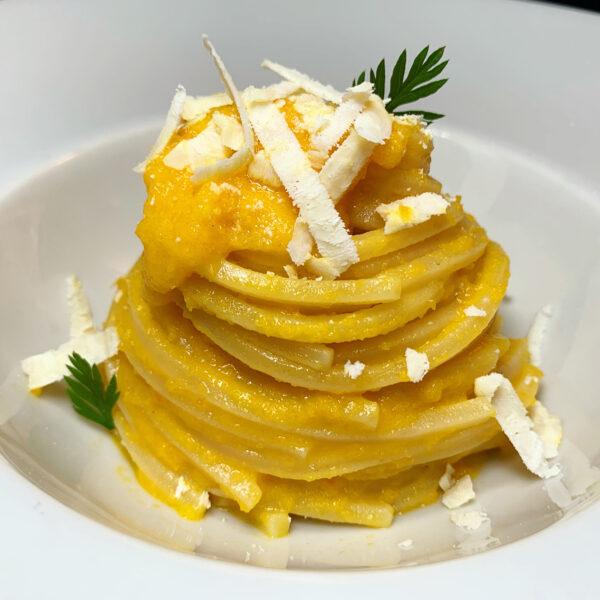 Chitarra Pasta Armando con crema di carote e ricotta salata