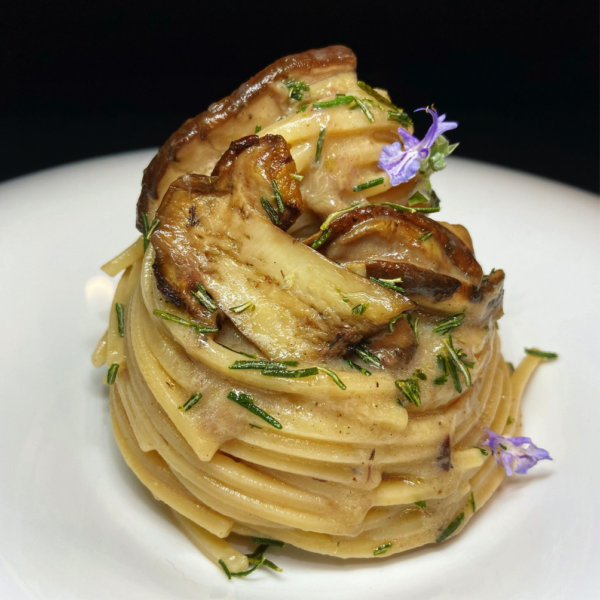 Chitarra con porcini, Parmigiano e rosmarino fritto