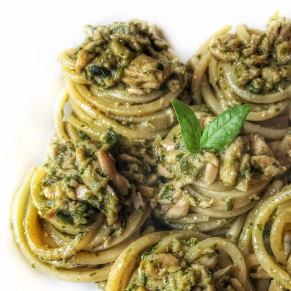 Spaghetti alla Chitarra con pesto di basilico e tonno