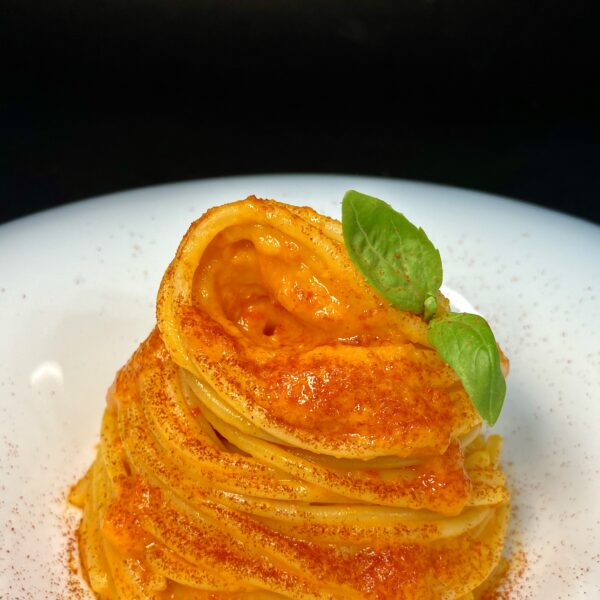 Spaghetti con crema di peperoni e paprika affumicata